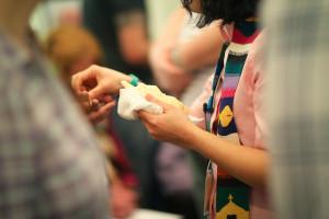 Proclaimer serves communion